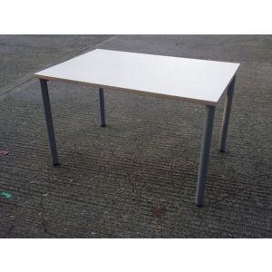 Maple Table 1200 x 800