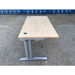 Oak 1600 x 800 Desk & Pedestal