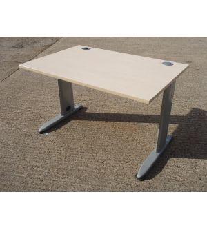Maple 1200 x 800 Desk