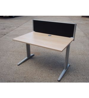 Maple 1200 x 800 Desk and Screen