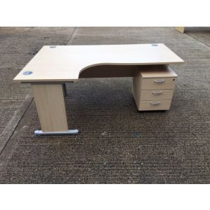 Maple Workstation with Mobile Pedestal