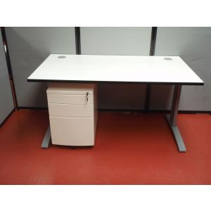1400 x 800 Desk with Mobile Pedestal