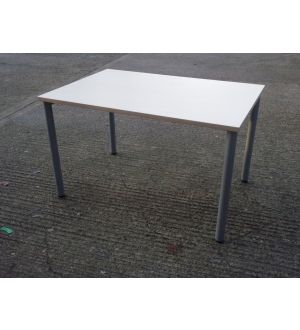 Maple Table 1200 x 800