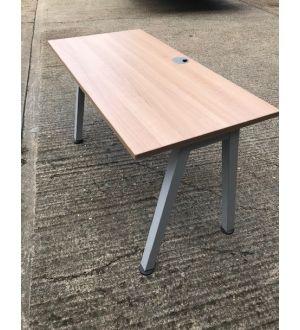 Walnut 1400x800 Desk